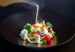 Ensalada de verduras y queso curado. Tradición canaria, inspiración Thai. De Lilium.