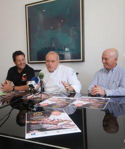 El chef Luis León junto al alcalde de Tías y representantes de GastroEvents hoy en el acto de presentación