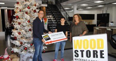 Esther Caravallo, ganadora del sorteo de Wood Store en el Festival Enogastronómico