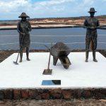 Las Salinas de Janubio tributan homenaje a salineros y salineras